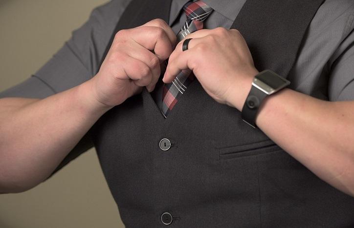 راهنمای خرید و پوشیدن جلیقه مردانه