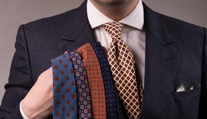 پیراهنهای مردانه ای که به کراوات نیاز دارند